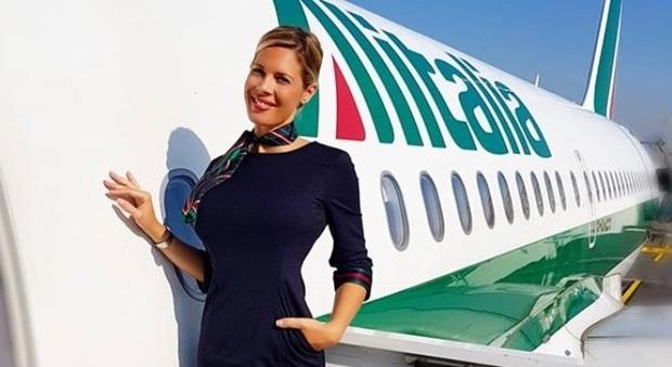 Laura, hostess influencer: «In due anni sono diventata l'assistente di volo più nota al mondo»