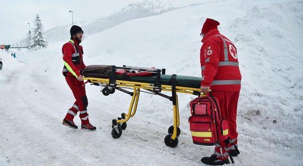 Dramma al Sestriere, sciatore sbatte contro barriera: è morto sul colpo