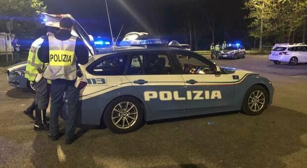 Un posto di controllo della polizia nel Fermano