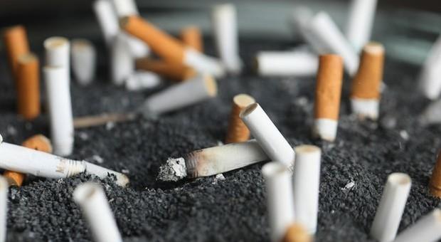 «La nicotina protegge dal coronavirus»: lo studio francese, per ora è solo una ipotesi