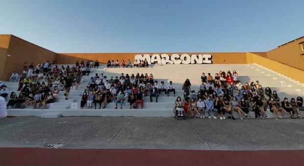 """Il Comune premia la carica dei """"100"""": ecco tutti nomi degli studenti che hanno ricevuto gli attestati di merito"""