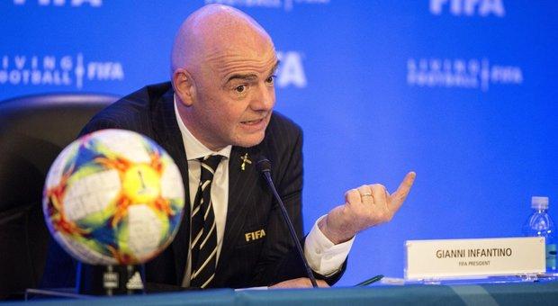 Fifa e coronavirus, Infantino: «Non posso escludere che gli Europei di calcio siano a rischio»