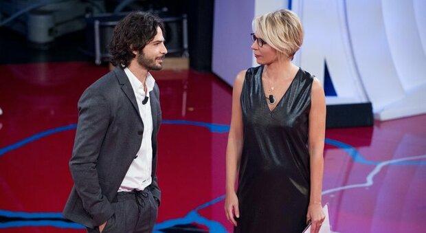 Marco Bocci e Giulia Michelini a C'è Posta per Te, il gesto dell'attrice commuove il pubblico