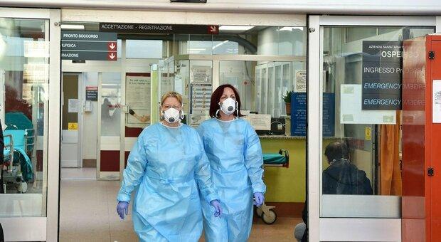 Coronavirus, medico e pazienti contagiati: l'ospedale di Teramo chiude alle visite