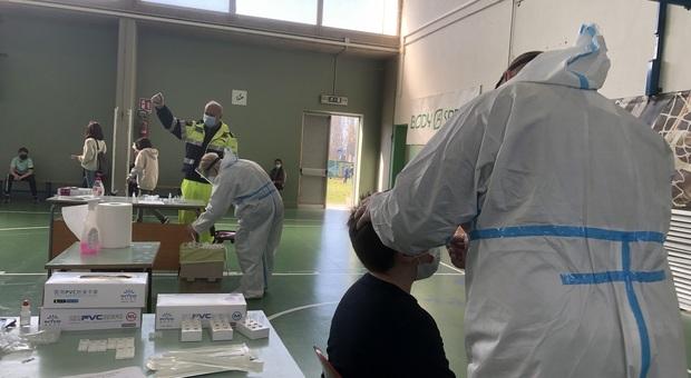 Coronavirus in Italia, cala il numero dei positivi ma torna ad alzarsi quello dei morti