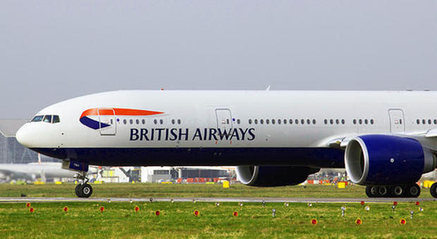 Pilota ubriaco sul volo con 300 passeggeri: la polizia lo arresta pochi secondi prima del decollo