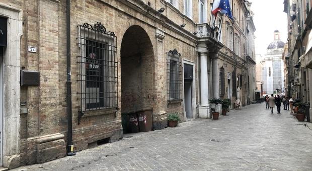 La storica sede della Provincia a Macerata