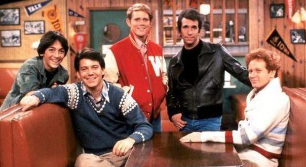 Happy Days compie 45 anni: come sono Fonzie, Richard e gli altri attori adesso. Il selfie di Ron Howard /Foto