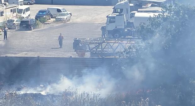 L'incendio ieri a Falconara