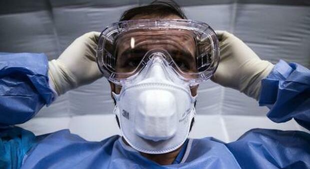 Covid, boom di casi nel Regno Unito: 3mila positivi in un giorno. L'esperto: «Pandemia potrebbe durare fino al 2023»