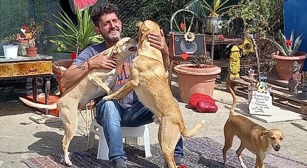 Roberto Renga con gli inseparabili cani