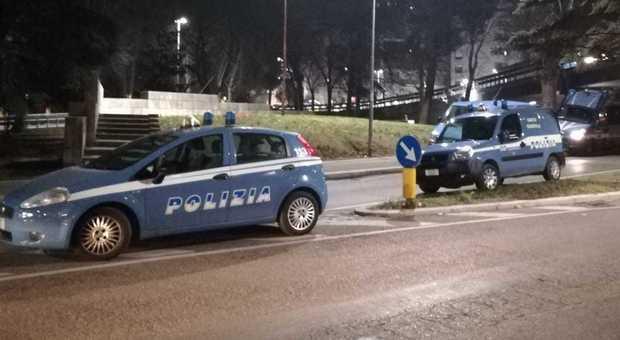 Pesaro, fine del lockdown, torna lo spaccio nei soliti posti: presi due pusher
