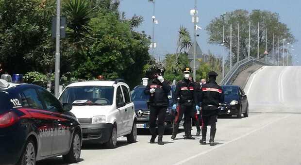 Irruzione dei carabinieri in un casolare abbandonato: due minorenni fermati con la merce rubata