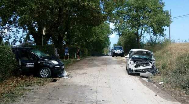 Tremendo schianto frontale: muore tra le lamiere dell'auto un uomo di 48 anni