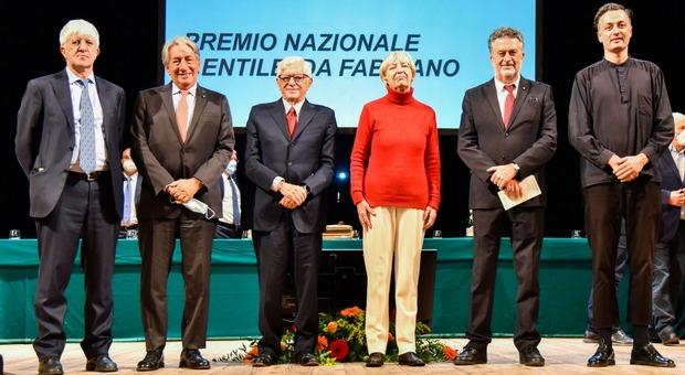 I premiati nell edizione 25 del Gentile di Fabriano, manca solo la presidente del Cnr
