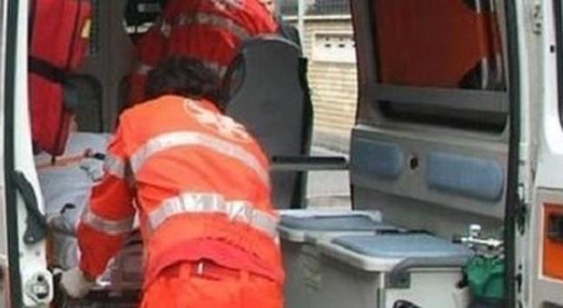 Malore in bici: ciclista 57enne si accascia sull'asfalto e poco dopo muore in ospedale