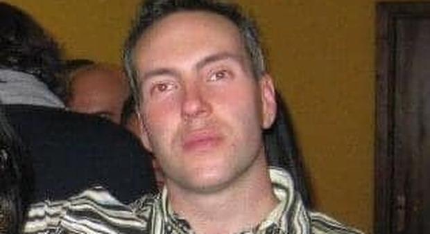 Covid, Alberto muore a 41 anni. Esposto in procura: «Stava bene, mandava messaggi agli amici fino a due ore prima del decesso»