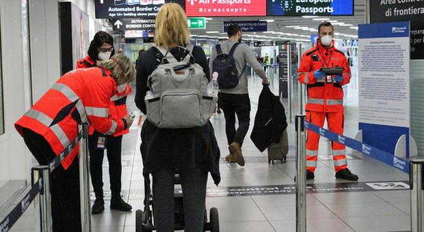 Coronavirus, l'Italia alza il muro: stop all'ingresso da tredici Paesi a rischio L'ELENCO