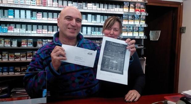 Pietro e Fiorenza Da Dalto con la fotocopia del tagliando vincente