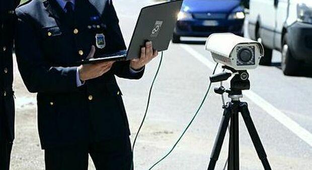 Ancona, sulla variante come in Formula 1: fotografato mentre sfreccia a 180 km/h, in arrivo la maxi multa