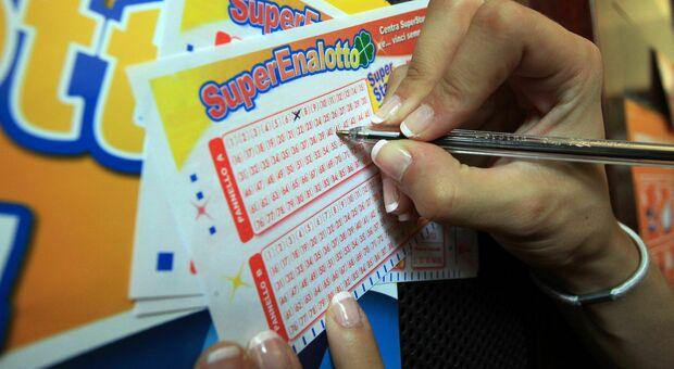 """SuperEnalotto, un'altra vincita nelle Marche: centrato un """"5"""" da oltre 34mila euro"""