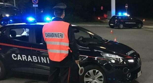 L'uomo è stato arrestato dai carabinieri ma è già libero