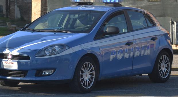 Fermo, furto in gioielleria: i tre rumeni della banda del Rolex arrestati con gli orologi ai polsi