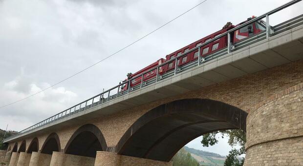 Ponte di Rubbianello, stavolta riapre davvero. Ma c'è la beffa: per ora è a senso unico alternato