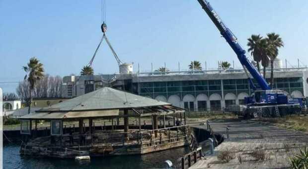 La rimozione della piattaforma galleggiante