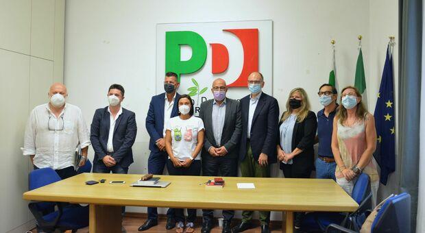 Enrico Letta con i vertici del Pd delle Marche