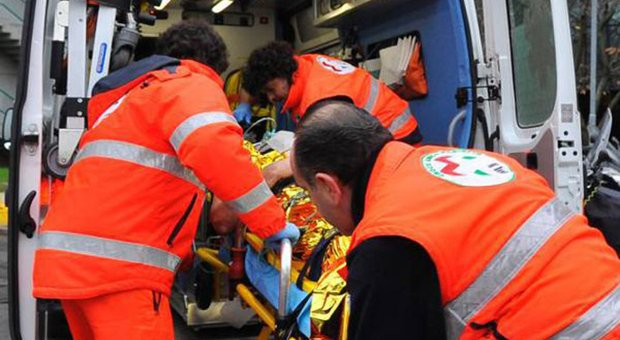 Travolto da un'auto portato al pronto soccorso dell'ospedale di Torrette per un politrauma