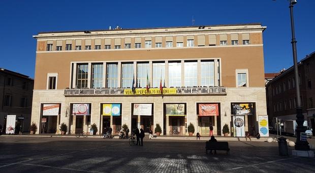 Pesaro, mano tesa dal Comune per la crisi Covid: mille euro alle imprese e buoni spesa alle famiglie. Basta l'autocertificazione