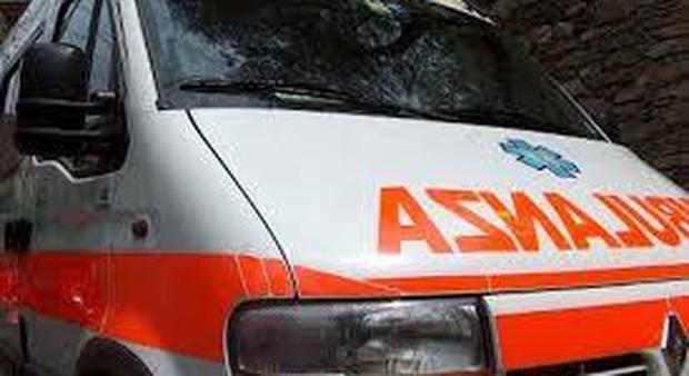 Incidente in A28, auto nel fosso, feriti