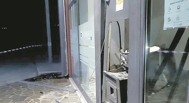 Gradara, boato nella notte terrorizza il borgo: colpo esplosivo allo sportello bancomat
