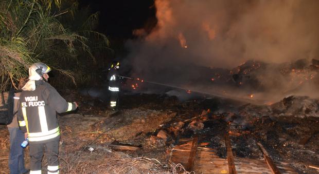 Incendi a Montefiore, le fotografie incastrano un piromane di 30 anni