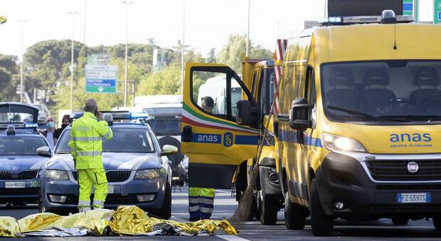Nuoro, poliziotto muore a 36 anni travolto da un furgone: stava aiutando un automobilista