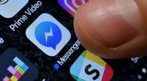 Messenger down, la app in tilt: «I messaggi non arrivano». Problemi anche a Facebook e Instagram
