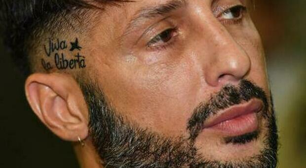 Fabrizio Corona, confessione dal carcere: «Mi manca la semplicità della vita. Sono molto stanco»