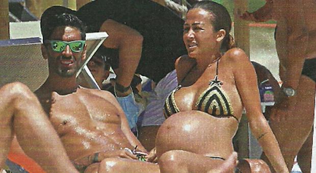 Filippo Magnini e Giorgia Palmas incinta in Sardegna (Chi)