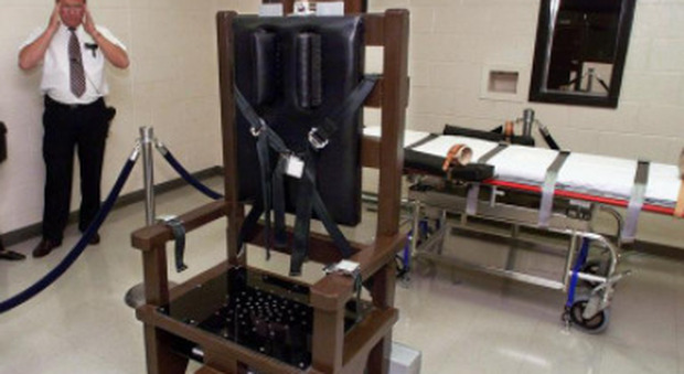 I condannati a morte potranno scegliere fucilazione o sedia elettrica per l'esecuzione: legge choc in Carolina