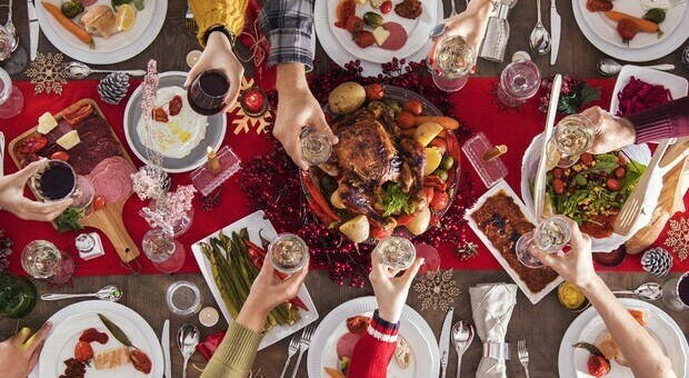 Lockdown, a Natale ci sarà provvedimento ad hoc. Zampa: «Niente cugini o amici, invitate solo parenti stretti»