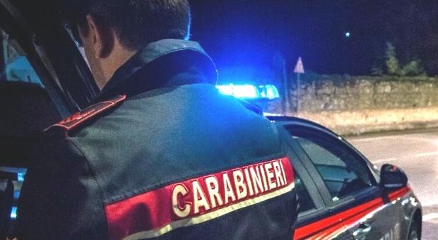 Monte Compatri, lite a calci e pugni poi gli spari: si barricano in casa e chiamano i carabinieri