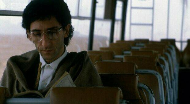 Franco Battiato morto: musicista, pittore, scrittore: dagli esordi alla parentesi politica, la carriera del cantautore-filosofo