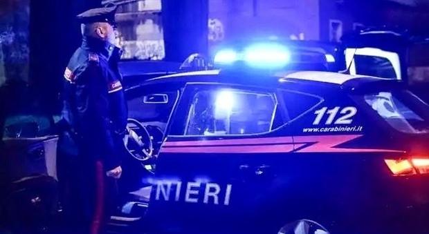 Ubriaco fugge a folle velocità e tenta di speronare i carabinieri: rifiuta il test, arrestato