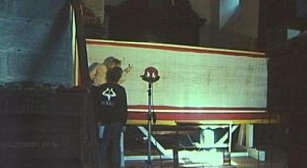 Copia della sindone nel duomo di ascoli for Avvolgere l aggiunta portico