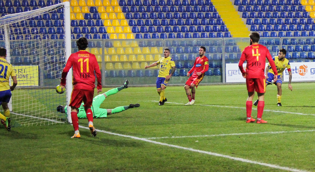 Prima vittoria per l'Ancona Matelica: 2-1 con l'Olbia nell'esordio al Del Conero