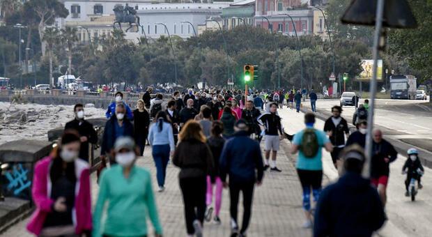 Campania a rischio zona rossa, oggi la decisione. L'ordine dei medici: «A Napoli serve lockdown di due settimane»