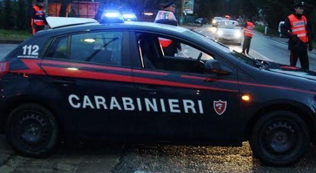 Pesaro, arriva l'ufficiale giudiziario per lo sfratto e lui tira fuori la pistola