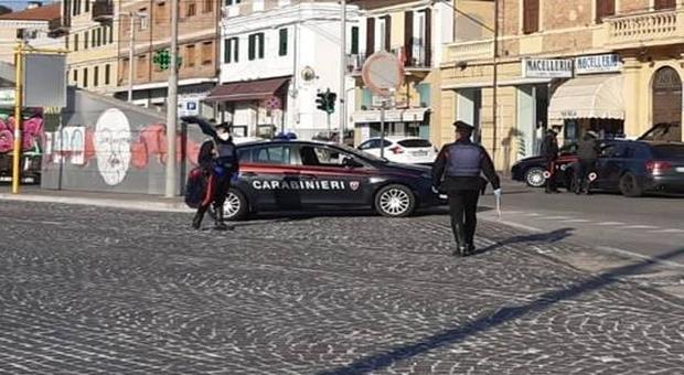 Ancona, scaraventa a terra gli anziani per derubarli: in manette il rapinatore seriale