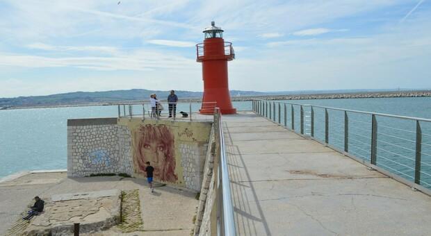 Rimane aperto il Porto Antico, non consentito l'accesso alla sola zona della Lanterna Rossa